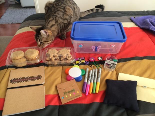 Todos los regalitos que había dentro…la Zoe no venía incluida pero quería ser parte del momento como siempre